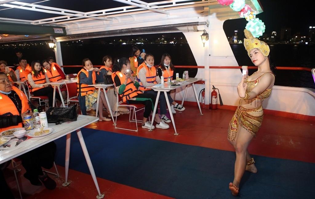 Mua Champa tour du thuyen Song Han